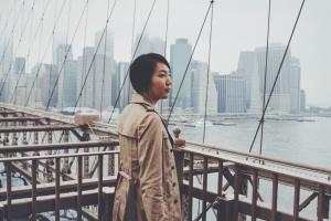 mujer, moda, río, urbano, agua, arquitectura, puentes, edificios, ciudad