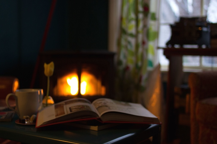 Tafel Met Haard : Gratis afbeelding: woonkamer paginas lezen tafel venster boek