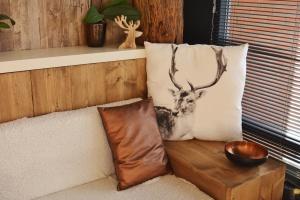 ξύλινο τοίχο, διαμέρισμα, αρχιτεκτονική, ατμόσφαιρα, υπνοδωμάτιο, καρέκλα, σύγχρονο, μαξιλάρι