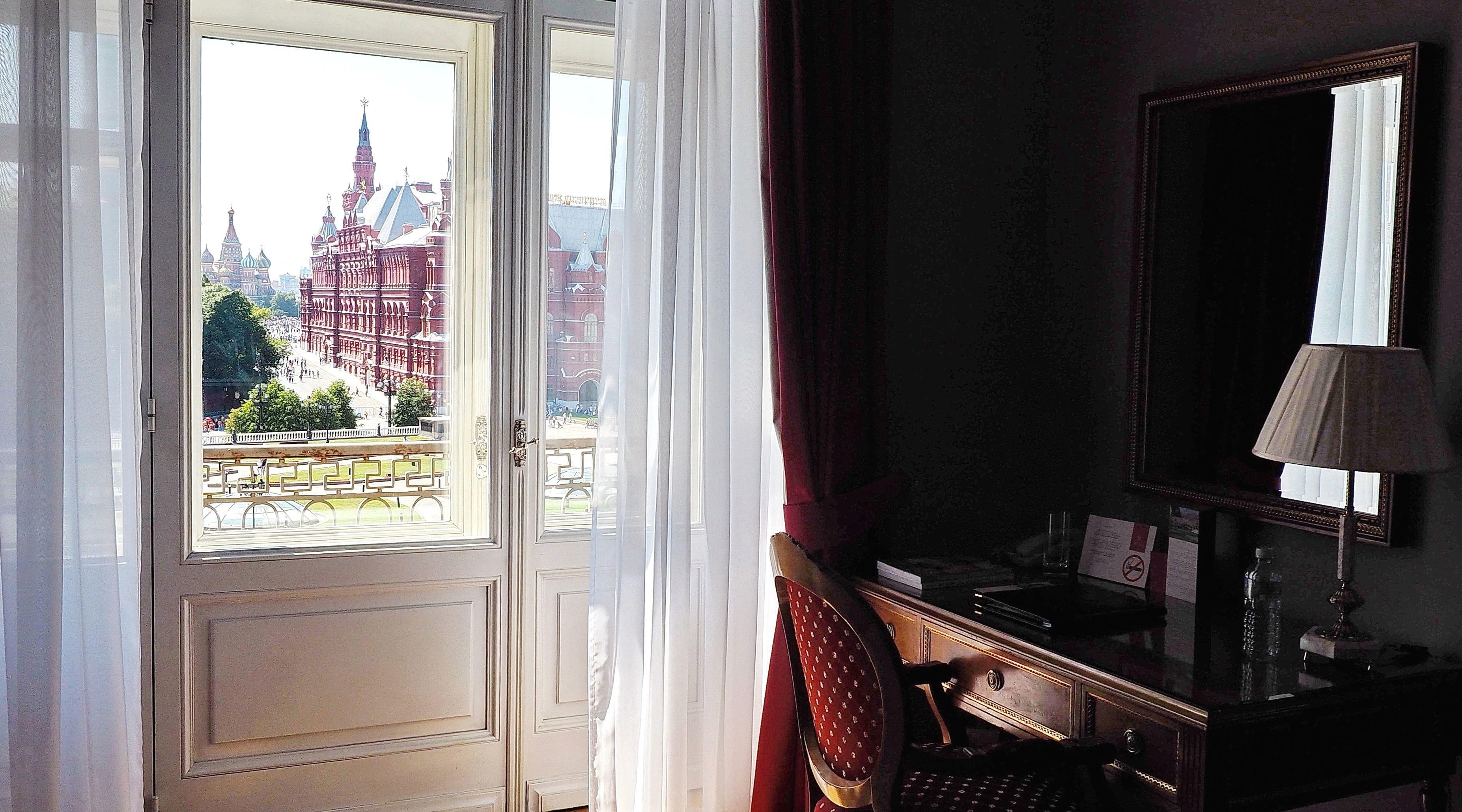 Kostenlose bild m bel hotel zimmer tisch balkon for Zimmer tisch