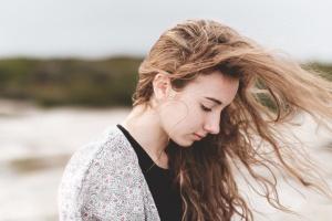 красивая девушка, волосы, пляж, красивая, ветер, женщины, молодые, портрет, довольно, лето