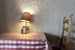 Stínidlo, stůl, židle, lampy, interiér, nábytek