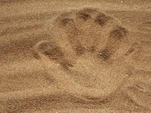 huella, arena, playa, huella de la mano