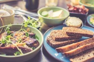 hidangan lezat, makanan, piring, mangkuk, roti