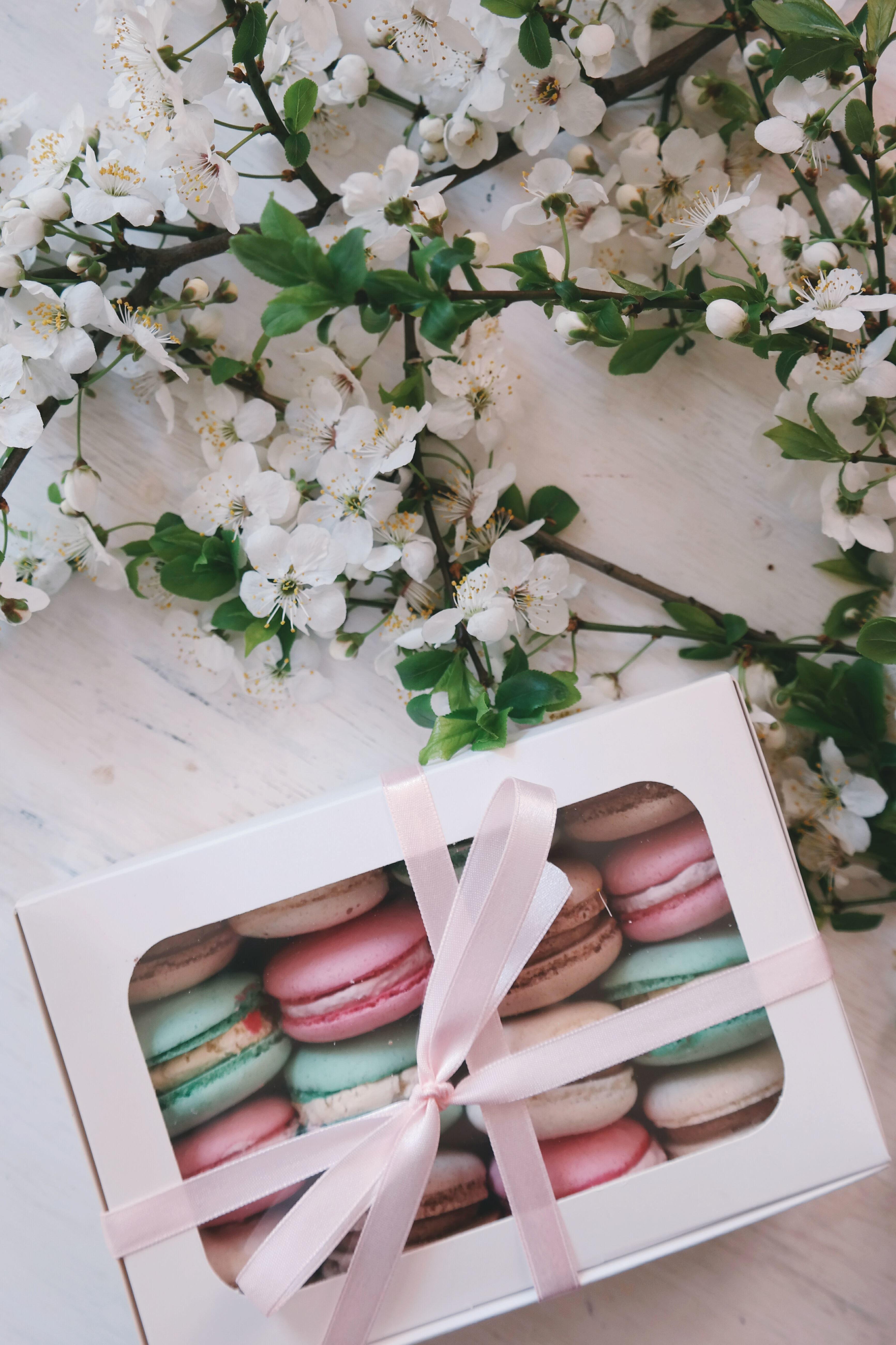 Foto gratis regalo dessert celebrazione colore for Oggetti in regalo gratis