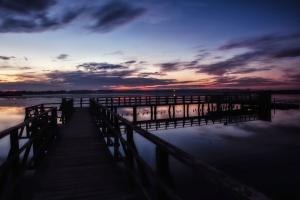 air, dermaga, lanskap, cahaya, pantai, jembatan, air tenang
