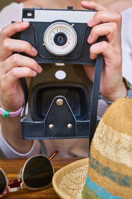 photo camera, hands, hat, exposure, photo, photographer, table