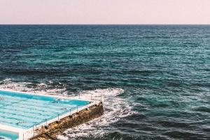 Schwimmbad, Wellen, Sonne, Himmel