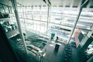 mozgólépcsők, zászló, futurisztikus, üveg, városi, ablak, építészet, pad