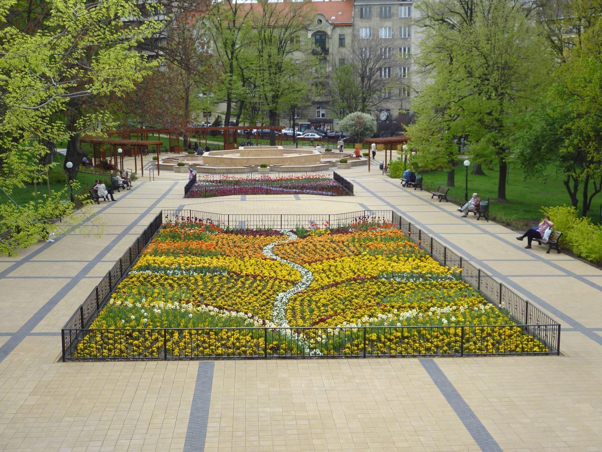 Kostenlose Bild Blumen zaun garten pflanzen menschen bank