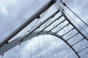futuriste, architecture, construction, de ponts, de fer, moderne, inox, urbain