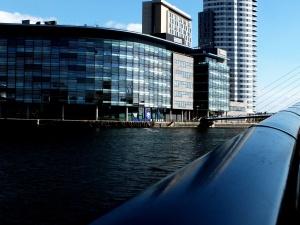 Edificios, ciudad, arquitectura, azul, puente, barandillas, reflexión, río