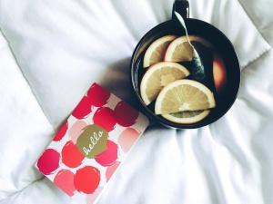 musta, teetä, sitruuna, viipaletta