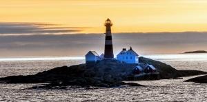 Faro, cielo, piedras, agua, bahía, playa, mar, roca