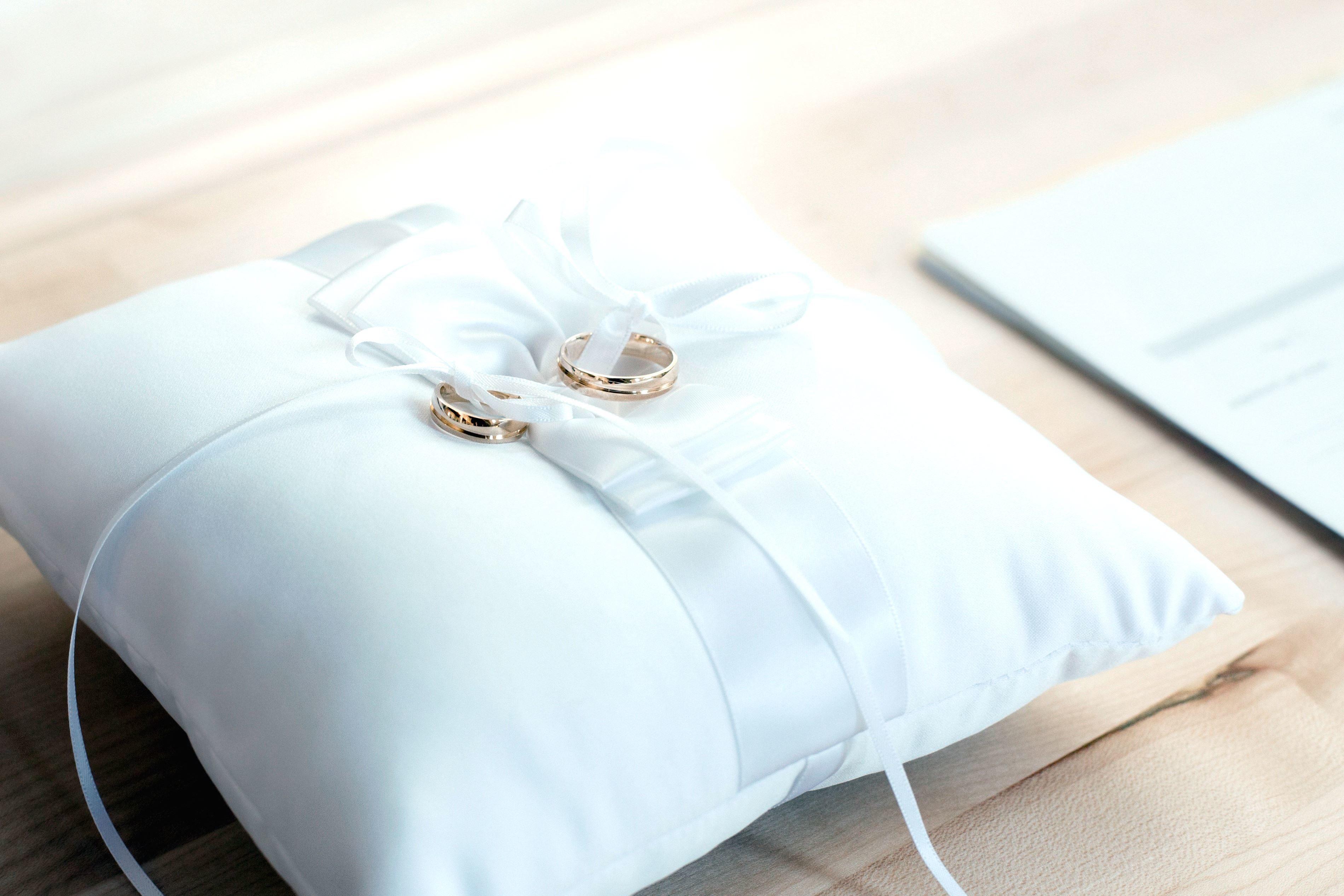 Kostenlose Bild Hochzeit Ringe Kissen Dekoration Mode Gold