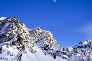 Голубое небо, снег, зима, Луна, гора