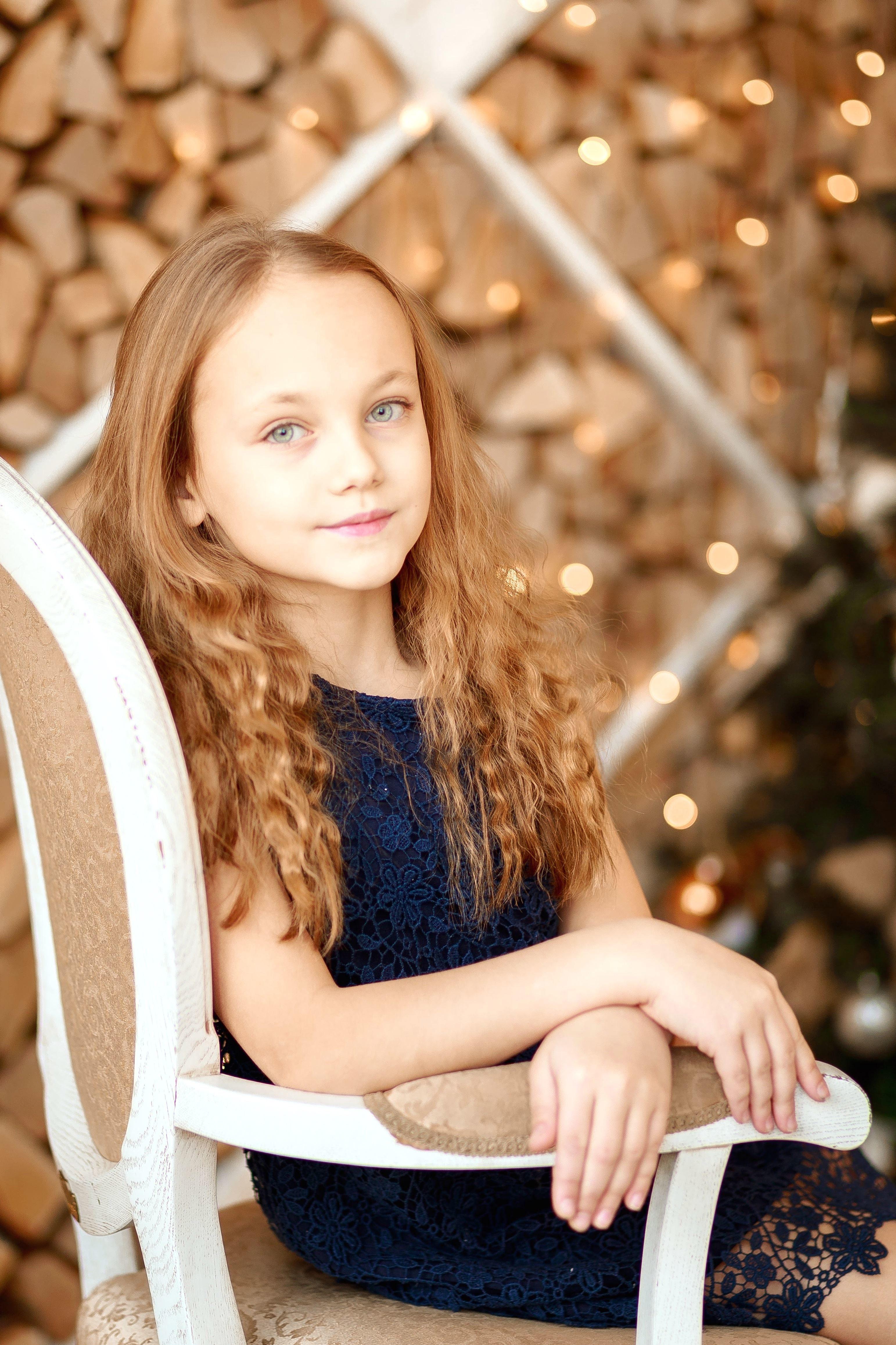 フリー写真画像: かなりの女の子、若い、美、かわいい、顔、ファッション、髪