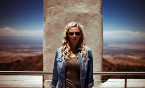 красивая девушка, небо, солнцезащитные очки, забор, красивая, блондинка волосы, леди, фото модель