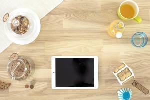 Ordinateur portable, thé, technologie, bois, boisson, bouteille, pièces de monnaie, biscuits, pot