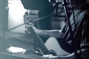 ember, zenész, a teljesítmény, hangszer, gitár, gitáros