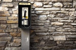 телефонний телефонну лінію стіни, каменю, телефон