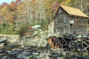 Moulin à eau, rivière, roches, forêts, arbres, eau, bois, bois
