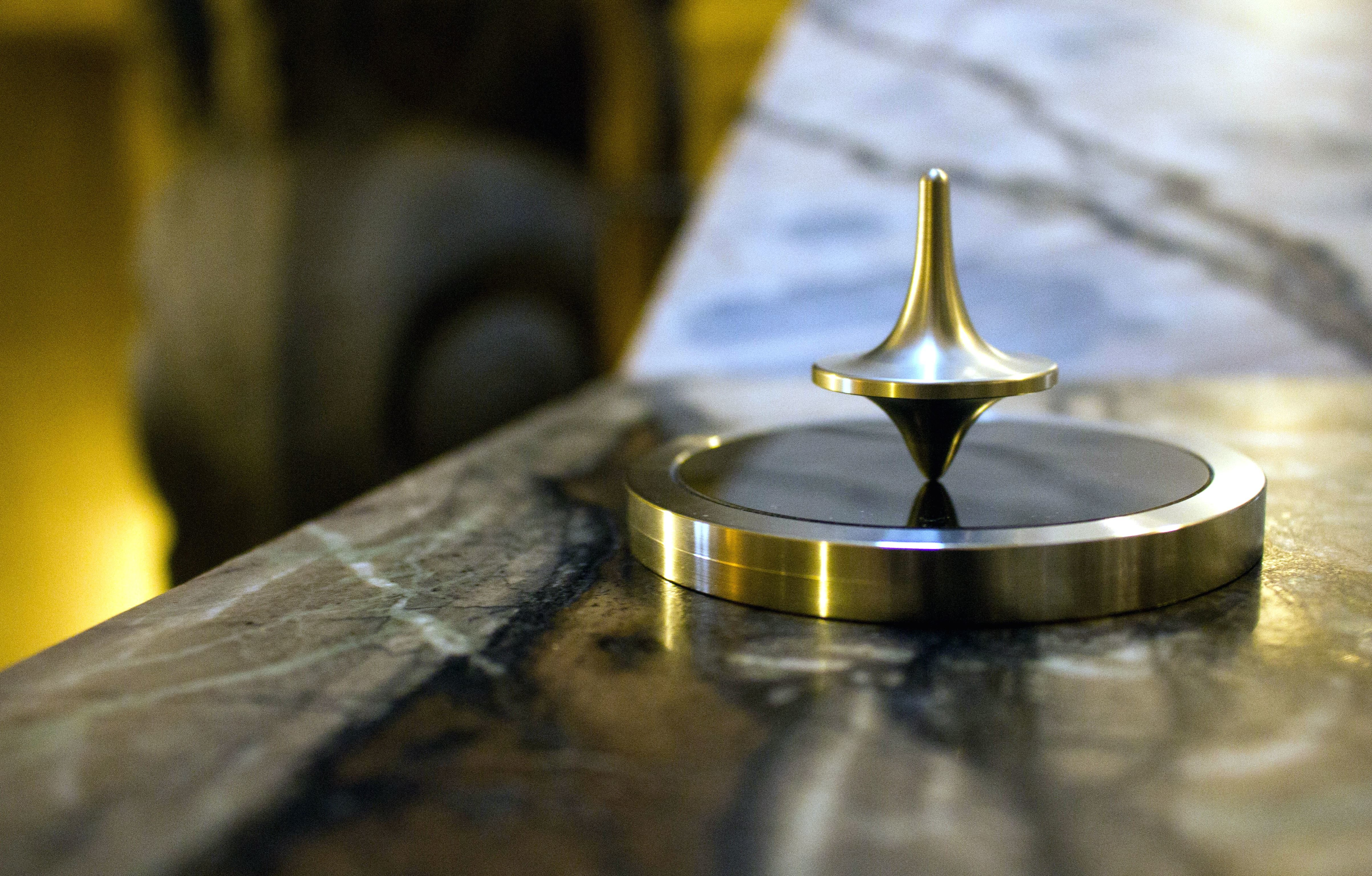 Free Picture Metal Spinning Top Focus Gold