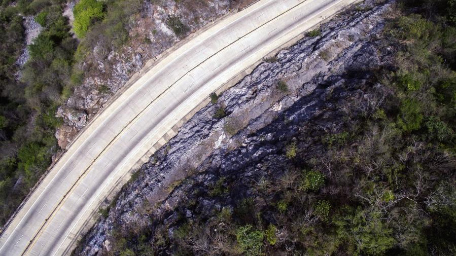 Klippe, Straße, Felsen, Bäume