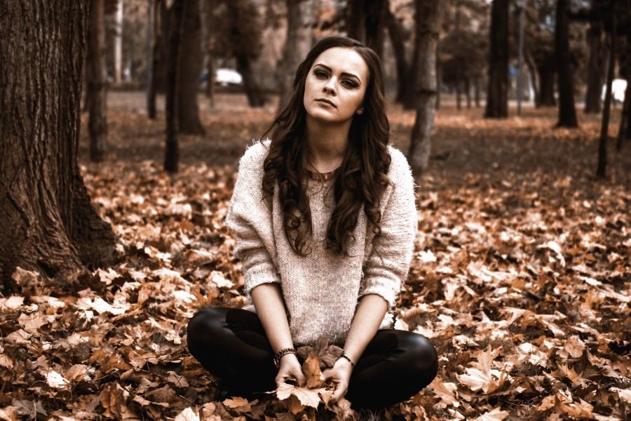 Femme, bois, jeune, jeunesse, feuilles, mode
