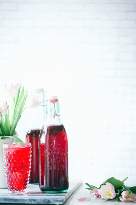 glass, bottle, table, drink, fruit juice, natural, flower, ice