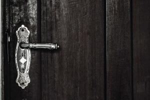 Puerta delantera, madera, picaporte, cerradura, metal