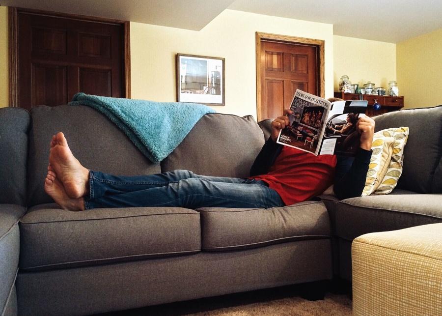 izba, interiér, gauč, noviny, muž, dvere