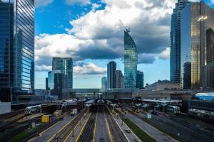 Ville, bâtiment, métro, chemin de fer, wagon, gare, nuage
