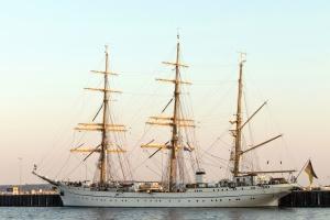 loď, plachetnice, luxus, moře, voda, vlajky, ukotvit