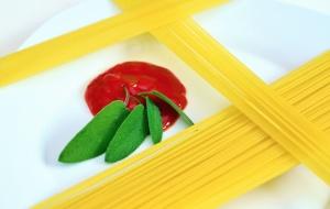 tomato, sauce, pasta, plate, decoration, spaghetti