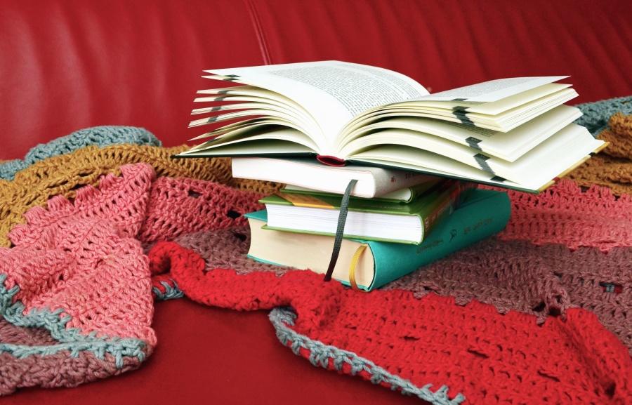 色、カラフルな羊毛を本します。
