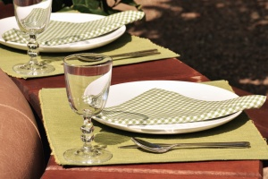 plates, glasses, napkin, bucket, blade, table, restaurant, decoration