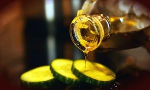 Aceite de oliva, pepino, ensalada, vegetal, botella