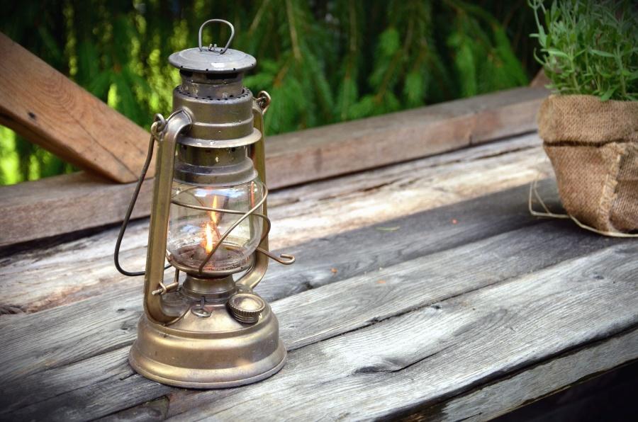 Tabla, lámpara, petróleo, llama, planta