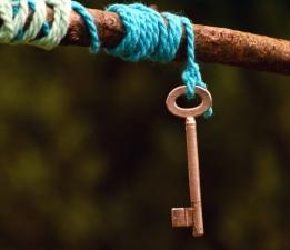 Schlüssel, Metall, Schnur, Holz
