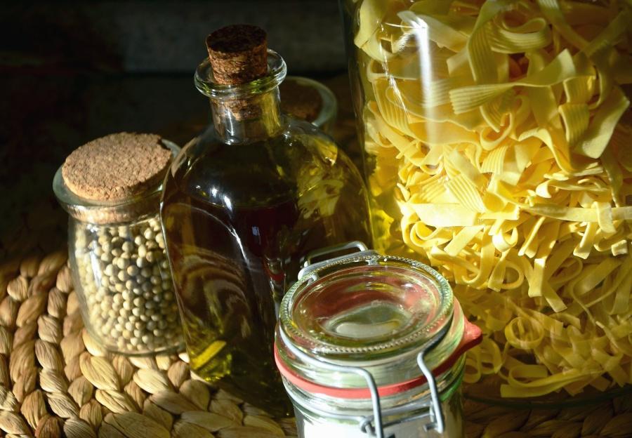 olje, pasta, krydder, jar, mat, dagligvarer