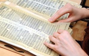 litery, znaki, ręka, czytanie, papier