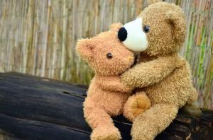 Oso de peluche, juguete, superficie, madera, abrazo