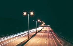 Road, natten, byen, motorvejen