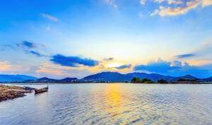 езеро, лодка, бряг, камък, планински, облак, стена
