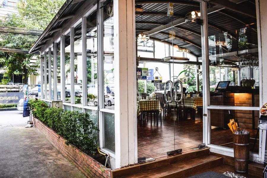 Ravintola, lasi, kasvi, pöytä, tuolit
