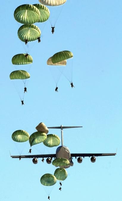 pasukan penerjun payung, parasut, pesawat, mlazan, transportasi, penerbangan