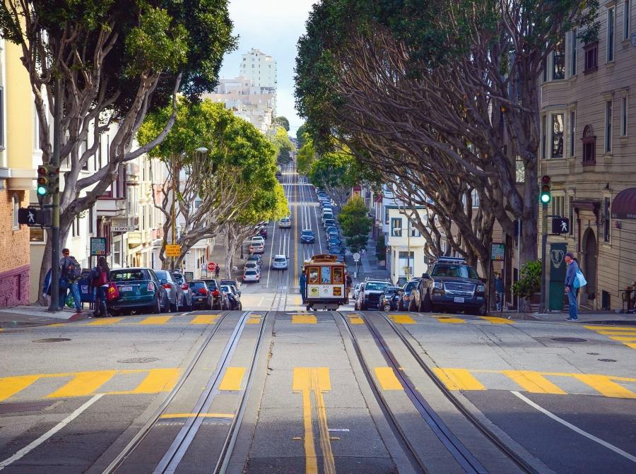 tramvaj, tračnice, automobila, promet, semafora, grad, zgrada, ljudi