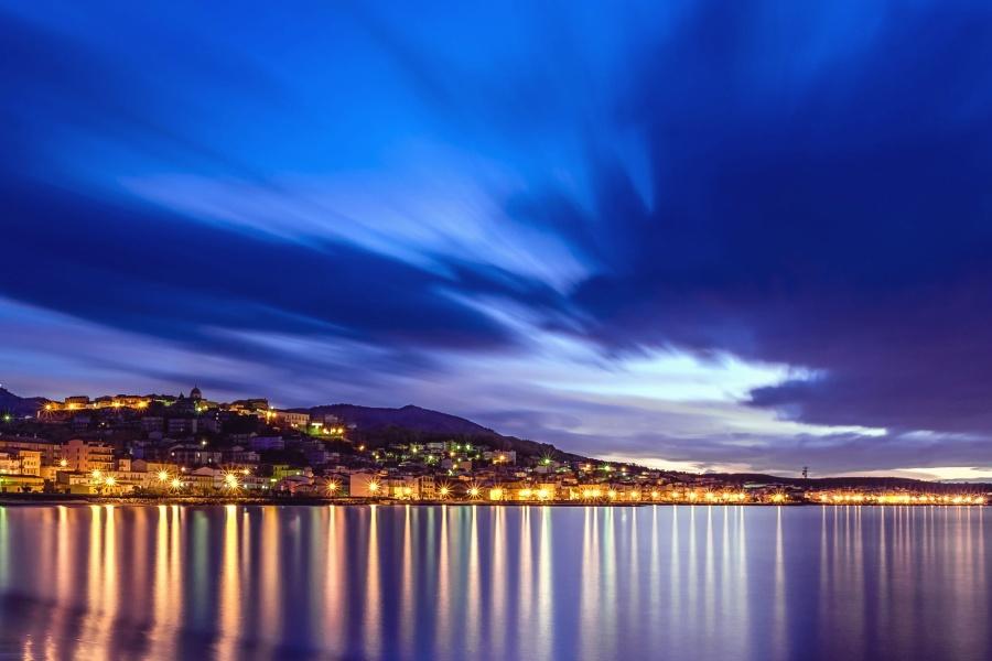 schittering, licht, stad, de zee, de berg, de hemel