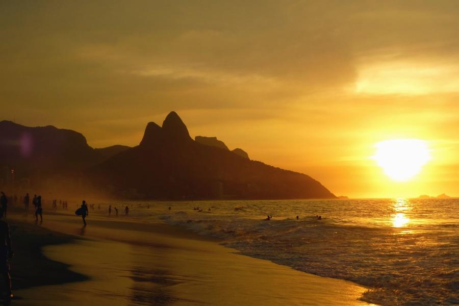 태양, 일몰, 산, 해변, 바다, 사람, 모래, 여름, 파